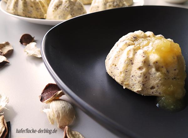 Mohn-Käsekuchen Minigugl mit Birnenkompott