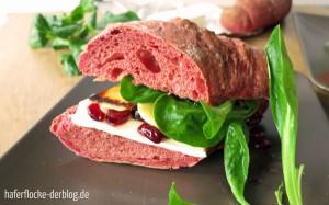 Rote Bete Baguette mit Pastinake und Cranberry-Senf-Dressing