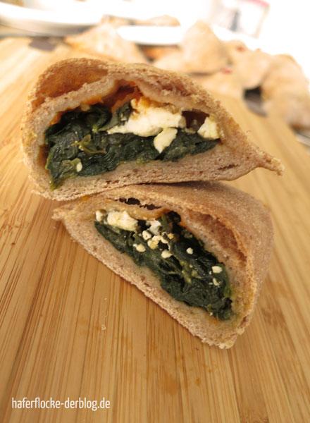 Vollkornpizza mit Schafskäse-Spinat Füllung
