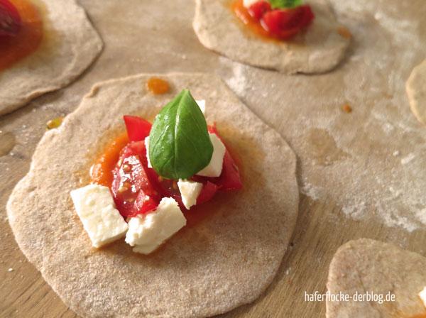 Pizzataschen_Tomate_Mozzarella_web