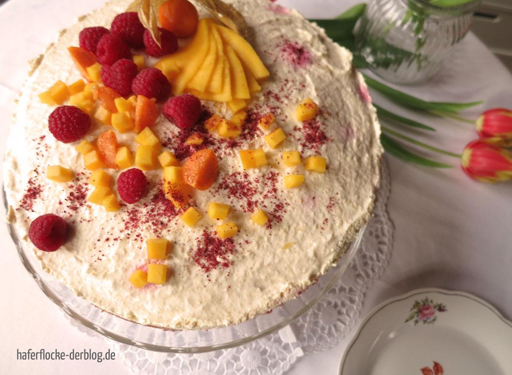 Vegetarische Käse-Sahne mit Früchten