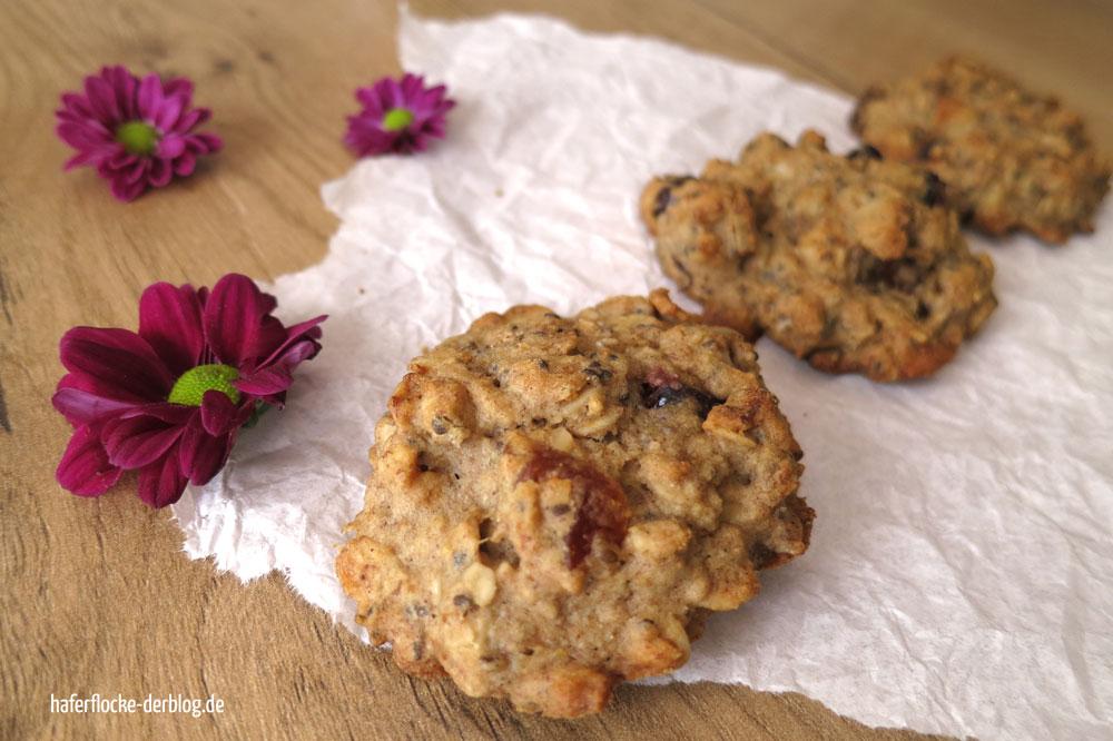 Kekse mit Nüssen und Früchten
