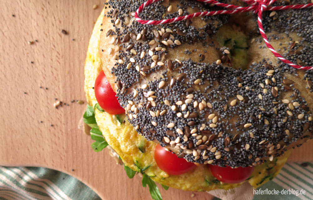 Bagel mit Zucchini Omelette