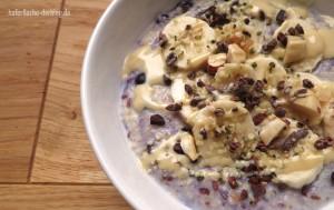 Schokoladig-nussiges Hirse-Porridge mit Heidelbeeren