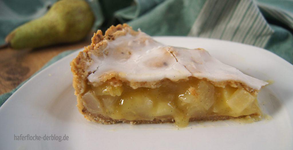 Gedeckter veganer Birnenkuchen
