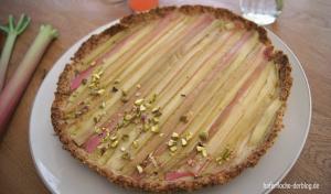 Vegane Rhabarber-Käsekuchen-Tarte mit Rosenwasser