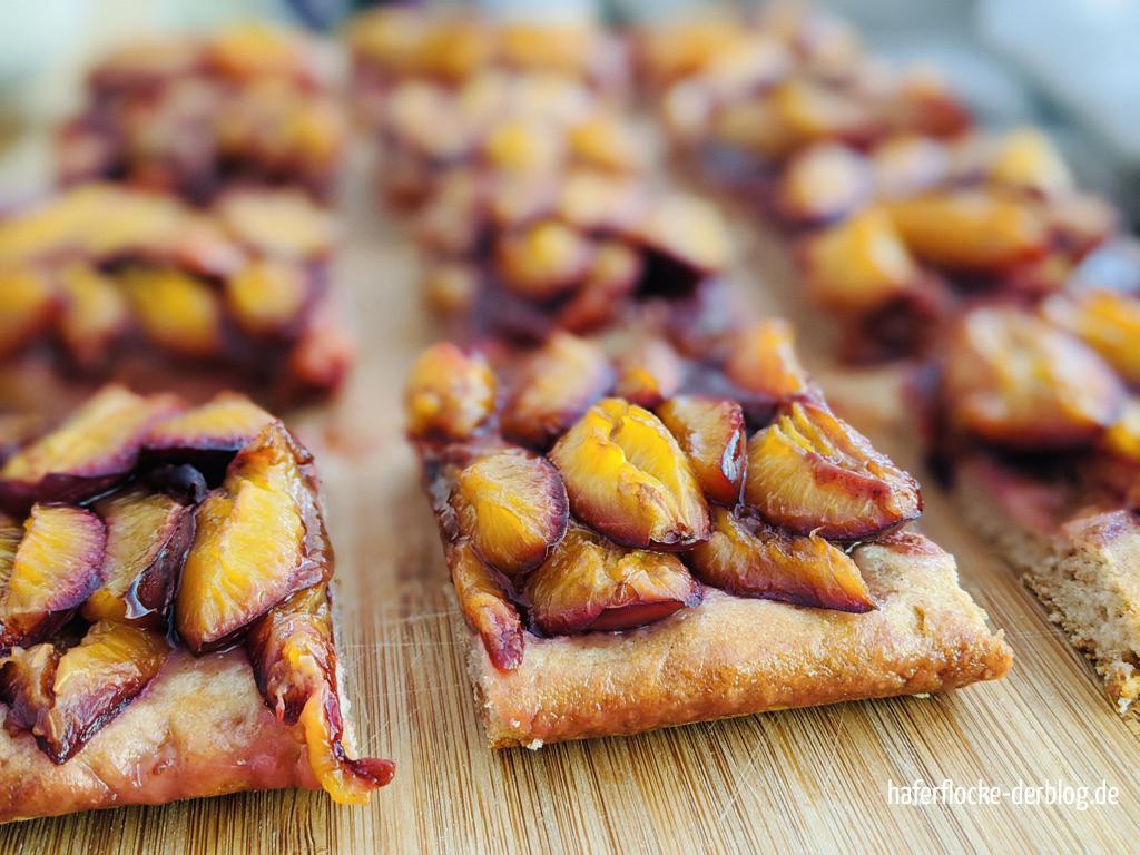 Schneller Zwetschgenkuchen mit Zwetschgenmus und Quark-Öl-Teig