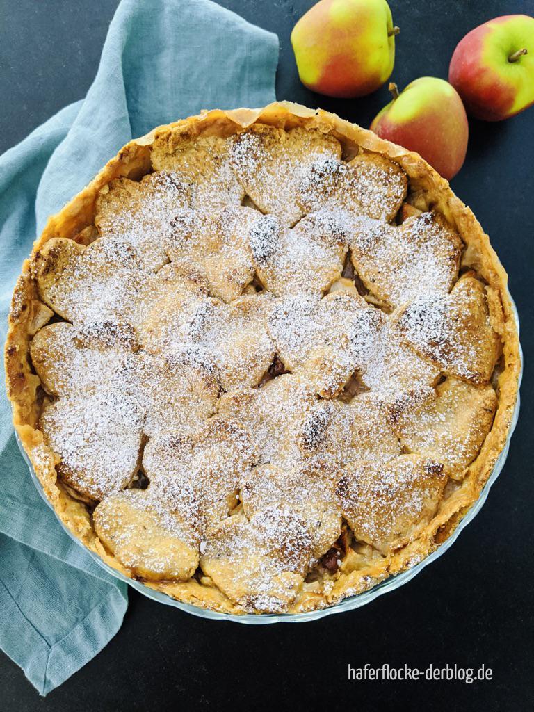 Veganer_gedeckter_Apfelkuchen