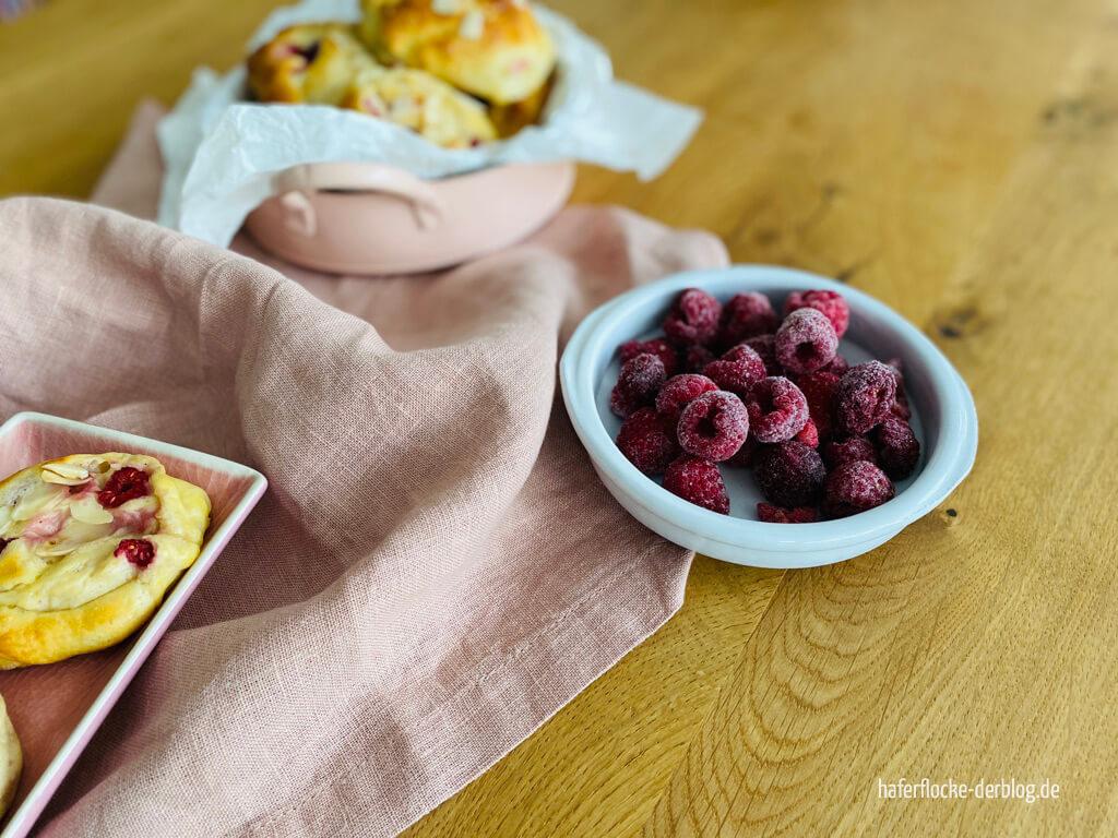 Zuckerfreie Himbeer-Puddingschnecken