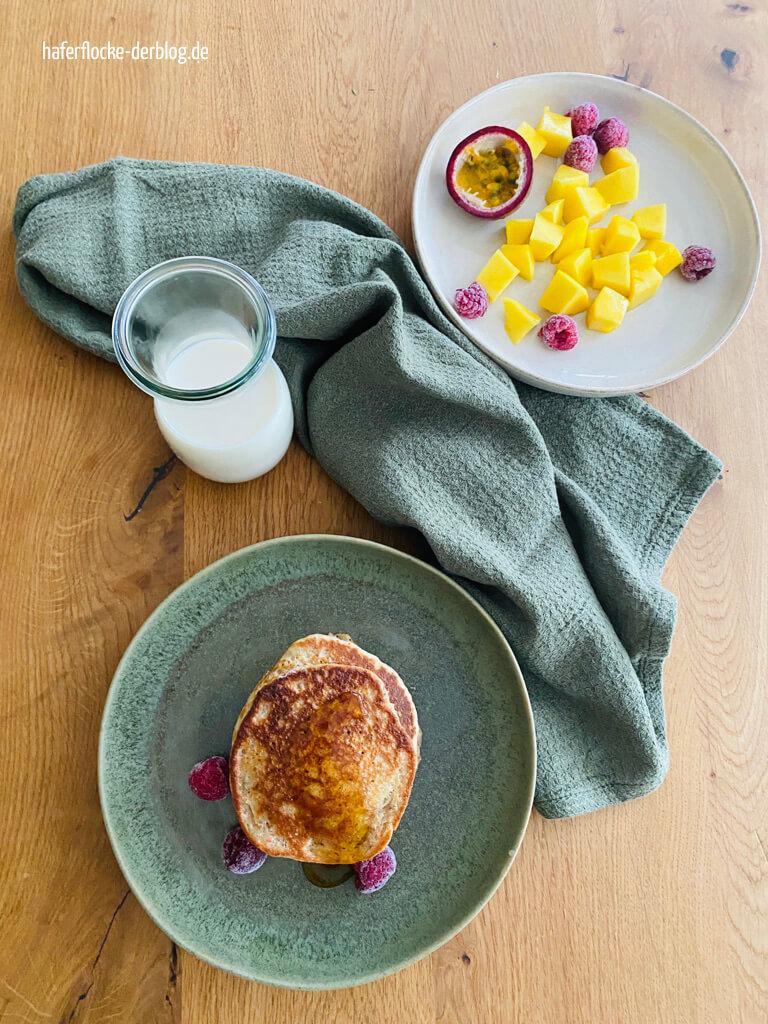 vegane Pancakes mit Obst