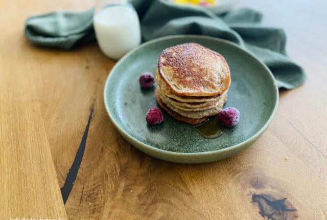vegane Pancakes mit Erdnuss und Banane