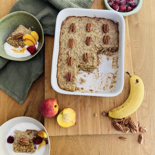 Baked Oatmeal mit Banane und Pekannüssen